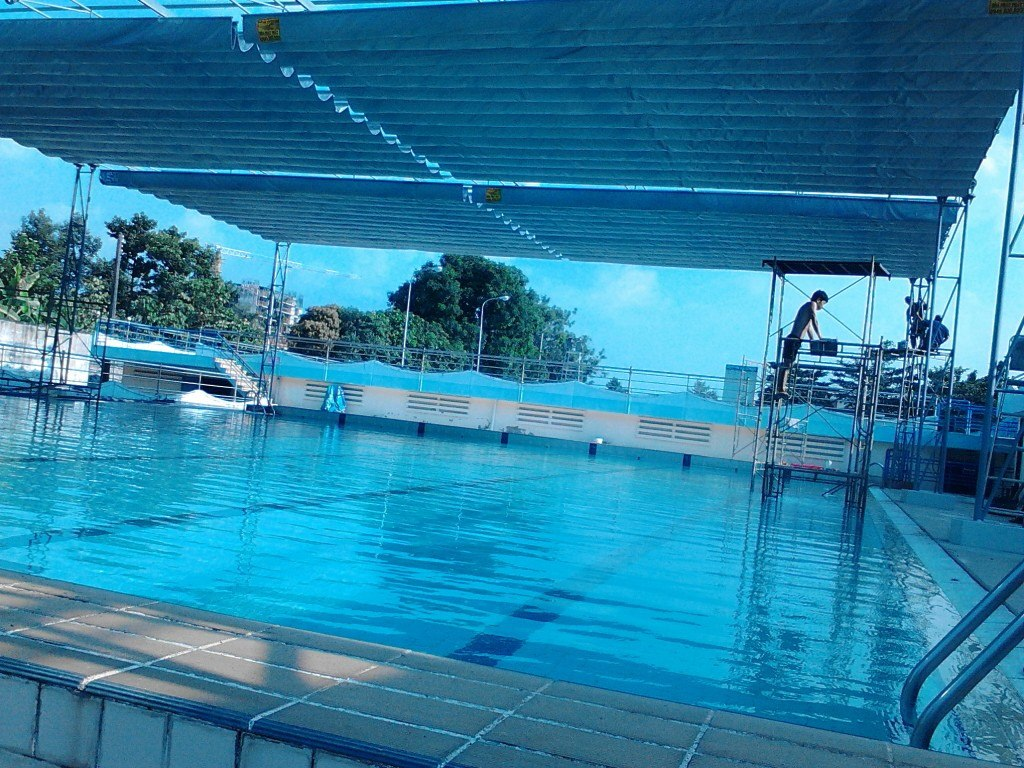 Mái xếp lượn sóng hồ bơi mẫu4